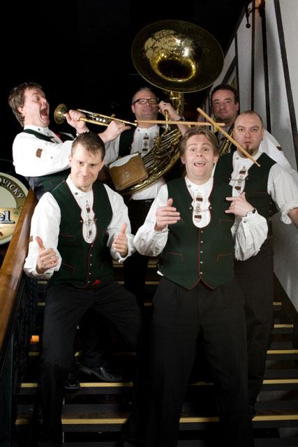 Pianisti Janne Maarala Oktoberfest bändi Bavaria